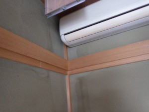 壁についた雨漏りのシミ跡