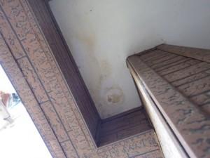 玄関天井の雨ジミ