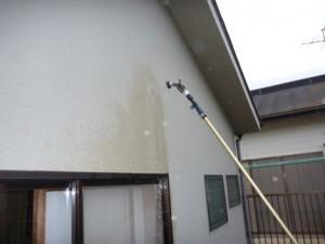 外壁ひび割れ部への散水調査