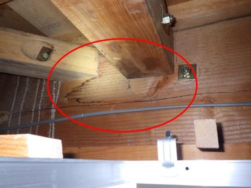 天井裏のシミ跡
