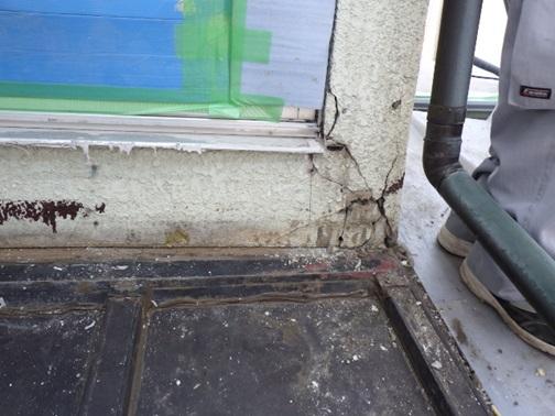 外壁モルタルのひび割れ