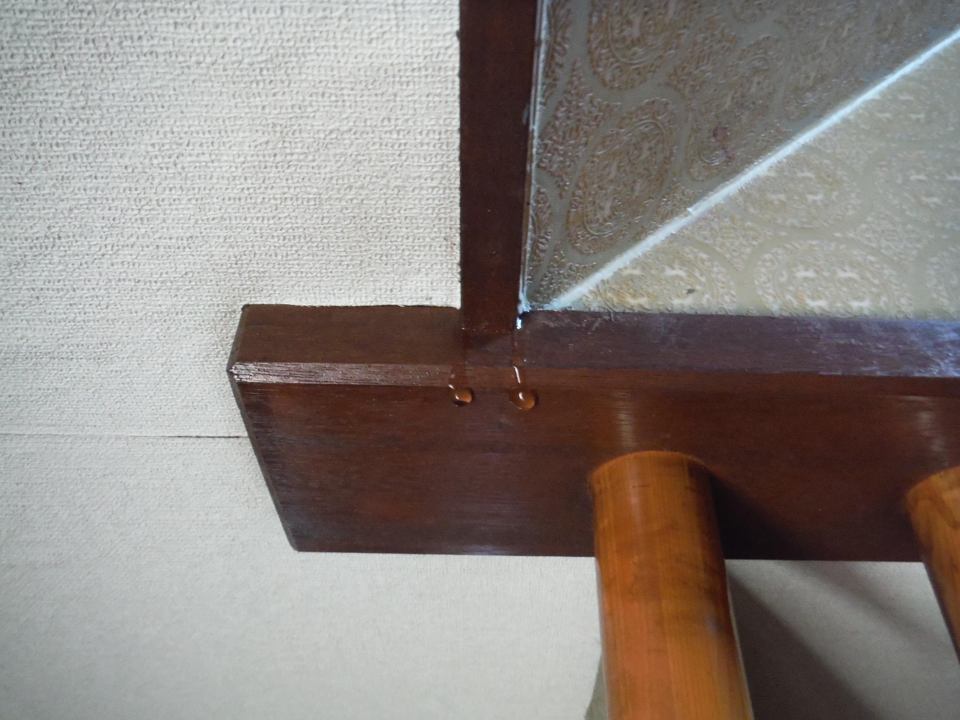 水分が天井からポタポタと垂れてきます。